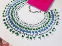 Colier popular handmade pe alb , albastru, verde