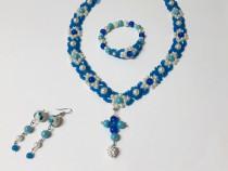Set floral albastru cu cruciulita