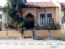 Casa în centru cu 1000 m teren str General Magheru Valcea