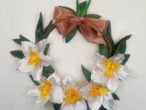 Coronita handmade cu narcise albe