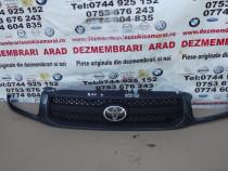Grila Toyota Rav4 2000-2006 grila cu emblema dezmembrez toyo