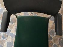 Scaun vizitator cu spatar din plastic