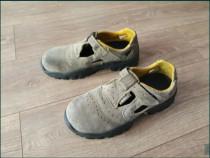 Sandale de lucru cu bombeu