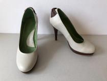 Pantofi deosebiti, noi, din piele naturala exterior si inter