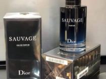 Parfumuri bărbat și femeie