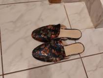 Papuci tinerești