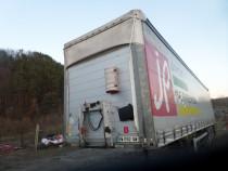 Semiremorca Schmitz Cargobull SCB*S3T cu lift hidraulic