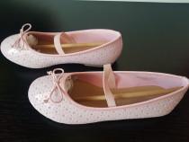 Pantofi NOI roz cu model cu stelute argintii 35 (21,5 cm)