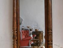 Oglinda cu rama din lemn masiv de stejar veche