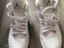 Pantofi Air Jordan, mărimea 38.5