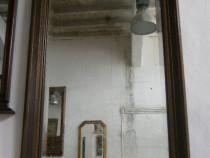 Oglinda veche din cristal cu rama de lemn