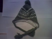 Caciula tricotata verde