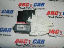 Motoras macara usa dreapta spate VW Golf 5 cod: 1K0959704AG