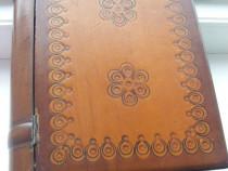 Cutie din lemn care imita o - carte -