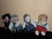 4 papusi clown