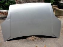 Capota motor Ford Fiesta 2007 usor avariata.