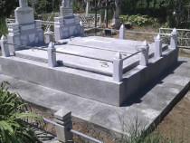 Montam monumente funerare in toata zona de est si sud-est .