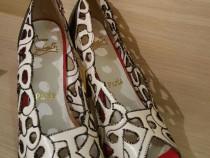 Pantofi Christian Louboutin marime 39