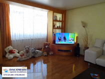 Apartament 3 camere, Piata Centrala, etaj 2/4