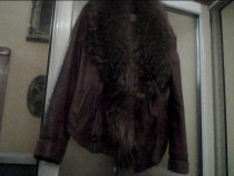 Jacheta de piele maro-castan cu guler vulpe