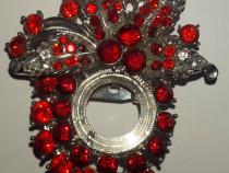 Brosa insigna din metal cu safire rosii, 6x5 cm