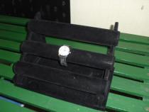 Suport prezentare ceasuri si bijuterii din catifea neagra