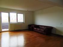 Apartament 3 camere in Mihai Viteazul nemobilat etaj 6 dec.