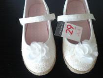 Pantofi noi albi cu sclipici si floricica alba 29 (18,5 cm)