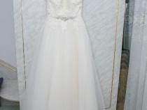Rochie de mireasa forma de A, cu voal facut manual si cerc