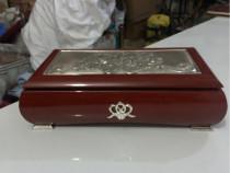 Cutie bijuterii,placată cu argint.