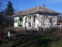 Casa+anexe+4500 m2 teren in spatele casei,sat Merisani
