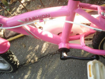 Bicicleta fete 4-8 ani de 16 inch.