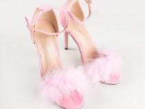 Sandale cu toc cui si puf roz ( marimea 37 )