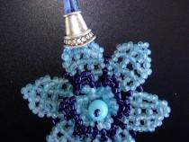 Pandantiv Floare bleu turcoaz - cusuta cu margele si accesor