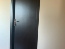 2 Usi Noi Sigilate / usa interior