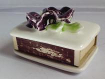 Suport cutie chibrituri, portelan glazurat, vechi, de colect
