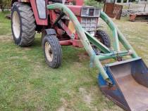 Tractor cu cupă