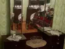 Dulap de bucătărie si oglinda