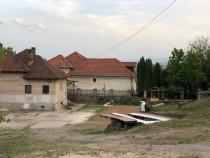 Casa+teren in suprafata de 1300 mp*gaz*curent*apa*canalizare