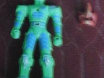 Figurina robot,foarte frumos lucrata,masca e demontabila