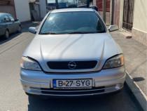 Mașina Opel astra