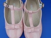 Sandale fetite lac
