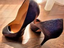 Pantofi albastri din piele naturala, decupati in fata