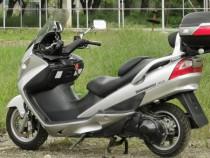 Motocicleta suzuki burgman 400