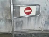 Poarta metalica de acces la casa de marcaj