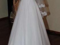 Rochie de mireasa eleganta cu voal, crinolina