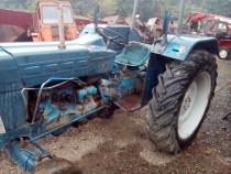 Dezmembrez tractor Ford 4000