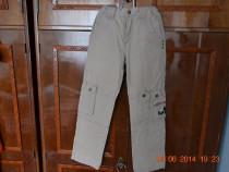 Pantaloni bej cu buzunare laterale