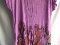 Tricou mov, cu etichetă