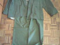 Costum impermeabil